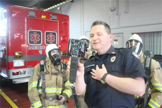 Lt. Gilliland demonstrates how a thermal imaging camera works.